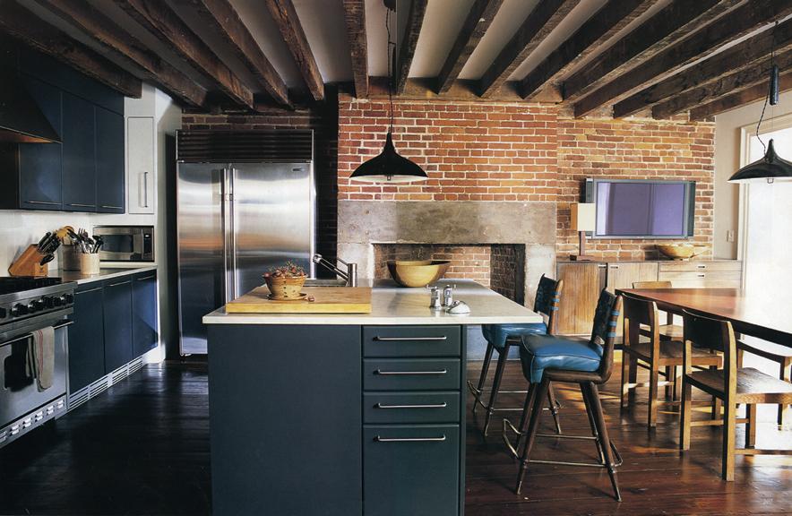 декоративные балки на потолке в кухне фото